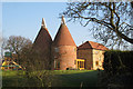 TQ4246 : Oast House at Skeynes Farm, Lingfield Road, Edenbridge, Kent by Oast House Archive