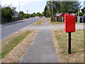 TM3878 : A144 Norwich Road & Mount Pleasant Postbox by Adrian Cable
