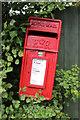 TQ0192 : Elizabeth II Postbox, Shire Lane, Horn Hill, Chalfont St Peter, Buckinghamshire by Christine Matthews