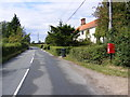 TM2669 : B1118 The Thoroughfare &amp; 1 Sunnyside Cottage Postbox by Adrian Cable
