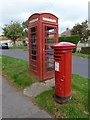 SY4692 : Bridport: postbox № DT6 65 and phone, Alexandra Road by Chris Downer