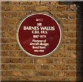 Photo of Barnes Wallis maroon plaque