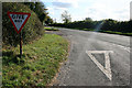 SU3337 : Give way sign on Danebury Down by David Lally