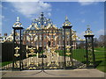 TQ2579 : The gates to Kensington Palace by Ian Yarham