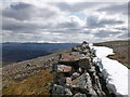 NO1697 : Drystane dyke and snowdrift remnant on Carn Liath by Alan O'Dowd