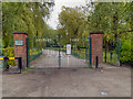 SD6600 : Lilford Park Gates by David Dixon
