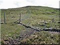 NG1745 : Fence junction in Br&agrave;igh na Cloiche by Richard Dorrell