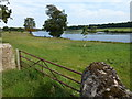 SP9796 : Gateway and pasture near Blatherwycke Lake by Richard Humphrey