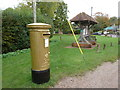 SU6640 : Bentworth: postbox № GU34 71 by Chris Downer