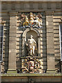 SP2864 : Coats of Arms and figure of Justice, Court House, Warwick by Robin Stott
