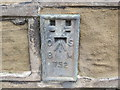 SE0720 : Ordnance Survey Flush Bracket 752 by Peter Wood