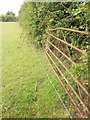 ST6924 : Electric fence on Monarch's Way by Derek Harper