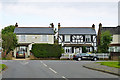 TQ0092 : Houses on Chesham Lane, Chalfont Common by Robin Webster