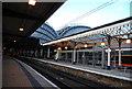 SE5951 : Platforms 6 & 7, York by N Chadwick