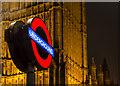 TQ3079 : London Underground Roundel, London SW1 : Week 52