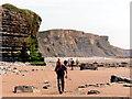 SS8972 : Clogwynni ger Dwnrhefn / Cliffs near Dunraven by Alan Richards