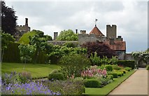 TQ5243 : Penshurst Place and gardens by N Chadwick