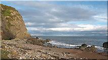 NH7965 : Beach by McFarquhar's Bed by Julian Paren