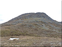 NG9275 : The rocky eastern side of Meall Chnaimhean by Richard Law