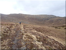 NG9673 : On the path to the Bealach Mhèinnidh by Richard Law