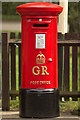 TL0017 : George V Postbox, Whipsnade Zoo Railway Station by Mark Anderson