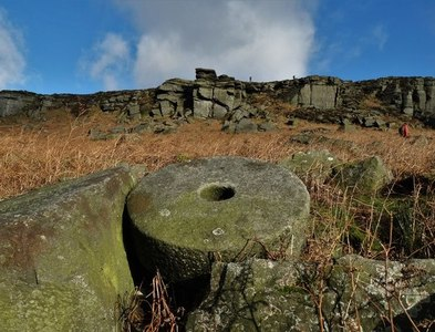 SK2285 : Stanage Edge and an abandoned millstone by Neil Theasby