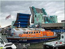 SZ0090 : Lifting Bridge, Poole, Dorset by Stuart Buchan
