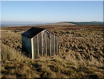 NS5933 : Small hut above the Pomefield burn by Gordon Brown
