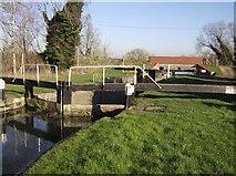 SU5566 : Midgham Lock by Graham Horn