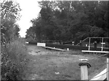 SU6770 : Burghfield Lock No 103, Kennet and Avon Navigation by Dr Neil Clifton