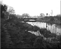 SU5666 : Oxleaze Swing Bridge, Kennet and Avon Navigation by Dr Neil Clifton