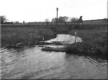 SU3067 : Circular weir near Froxfield, Kennet and Avon Canal by Dr Neil Clifton