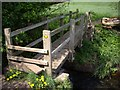 SJ6949 : Footbridge over Wybunbury Brook by Ian Bottomley