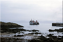 NR3994 : The CalMac ferry Hebridean Isles leaving Colonsay by Julian Paren