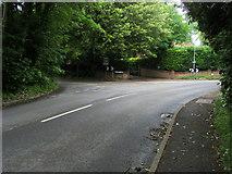 SU9890 : Corner of Grove Lane by Shaun Ferguson