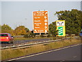 TM2547 : Tourist roadsign on A12 Martlesham bypass by Geographer