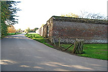 TQ5243 : Corner of the wall around Penshurst Place. by N Chadwick