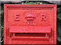 NZ0862 : Edward VII postbox, North View Terrace, West Road (B6395) - royal cipher by Mike Quinn
