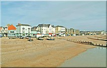 SZ9398 : The Esplanade and beach, east of the pier, Bognor Regis by P L Chadwick