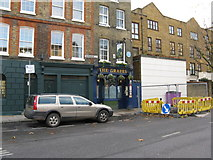 TQ3680 : The 'Grapes', Narrow Street, Limehouse by Dr Neil Clifton