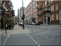 TQ2880 : Crossroads of South Audley Street and Mount Street by Basher Eyre