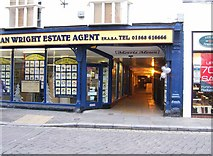 SO4959 : Morris Mews entrance, High Street by P L Chadwick