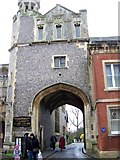 SU3521 : Abbey Gateway, Romsey by Maigheach-gheal