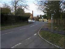 SU4773 : School Road by Shaun Ferguson