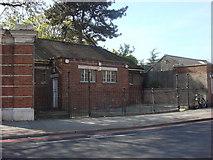 TQ3287 : Toilet block on Green Lanes by Oxyman