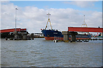 TQ0202 : The Mungo Leaving Port by Chris Richardson