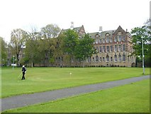 NT2572 : Halls of Residence, Bruntsfield by kim traynor