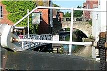 SU4767 : Below Newbury Lock by Graham Horn
