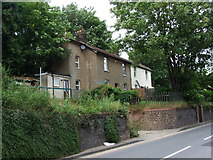 TQ7369 : Cottages on Cuxton Road, Strood by Chris Whippet