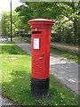 NZ2467 : Edward VII postbox, Church Avenue / St. Nicholas Avenue by Mike Quinn